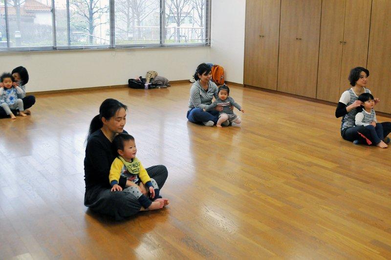 子どもとお母さんの親子体操